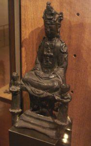 พระแม่มารีที่ถูกอำพรางด้วยรูปลักษณ์ที่เหมือนกับเจ้าแม่กวนอิม (ภาพโดย PHGCOM, via Wikimedia Commons)
